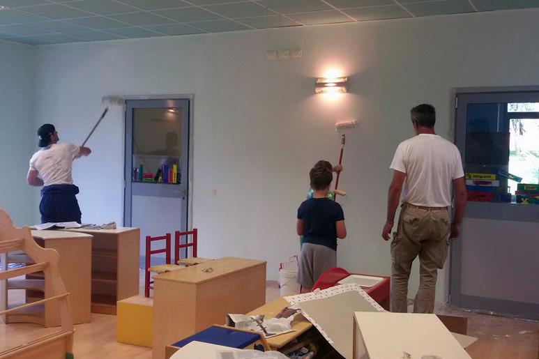 Genitori ed educatori al lavoro per la ludoteca di Laveno